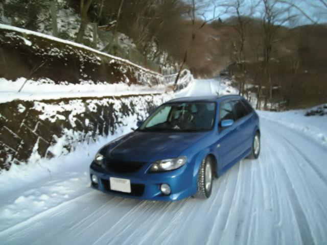 マツダファミリアの雪上走行
