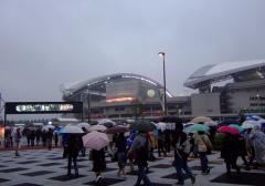 生憎の雨、いつもの埼スタ・・・とは、ちょっと違うね。