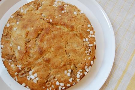 バニラミルクとクルミのケーキ
