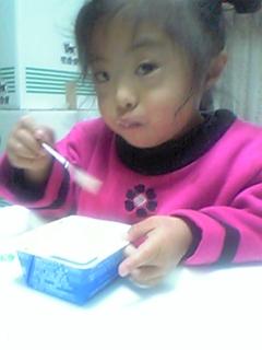 アイスの爽を食べるりこたん