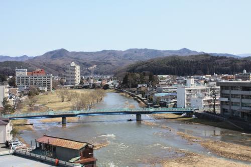 雪解けで増水中の中津川