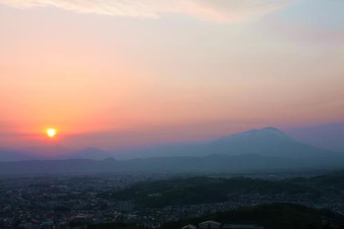 夕陽と岩手山