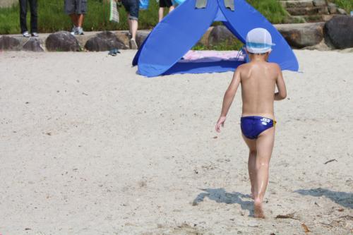 田沢湖で泳いだ後の長男