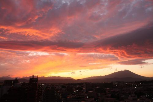荒ぶる夕焼けと岩手山
