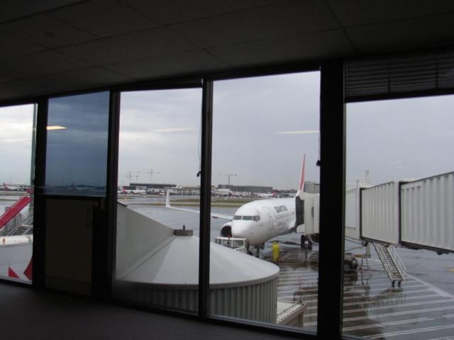シドニー空港の雨空