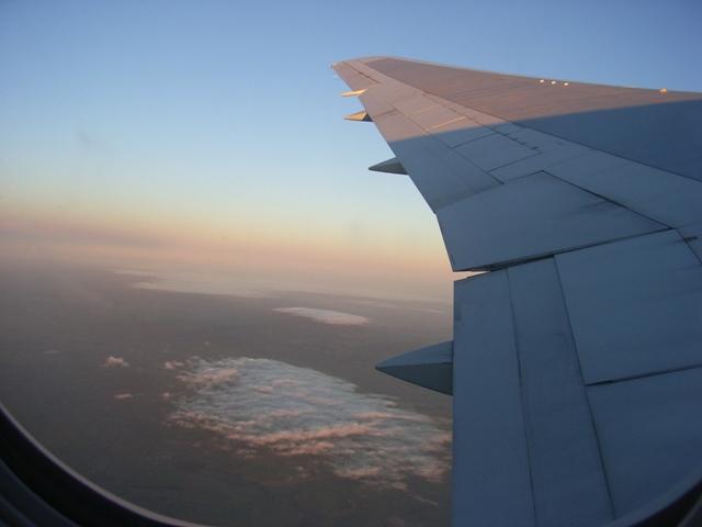 9月20日早朝のシドニーへ向かう機中にて