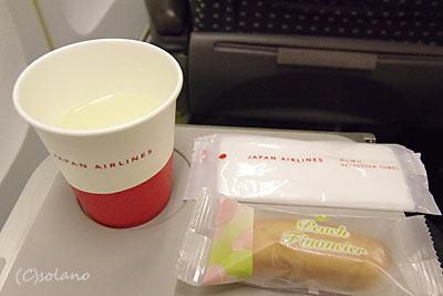 JAL、クラスJのドリンクとお菓子