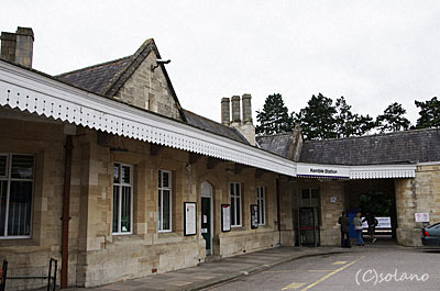 イギリス、ナショナルレールのケンブル駅。