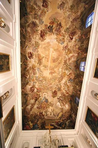 美しい絵が描かれたカテドラルの天井(トレド)