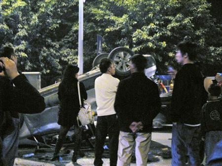 反日デモでデモ隊にひっくり返された日本車