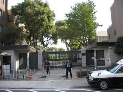 物々しい空気漂う中国大使館
