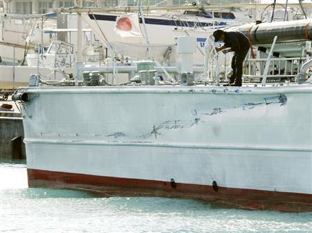 損傷した巡視船「みずき」の右舷後部