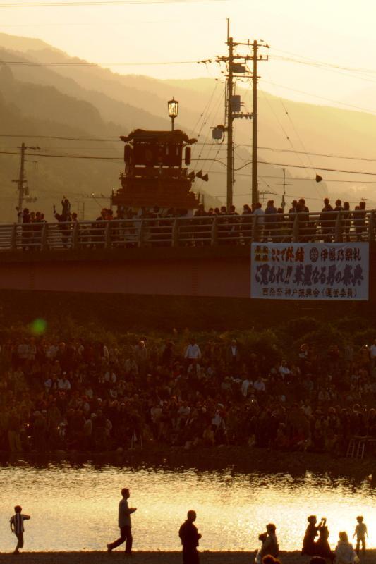 西条祭り 伊曽乃神社 川入 見物客