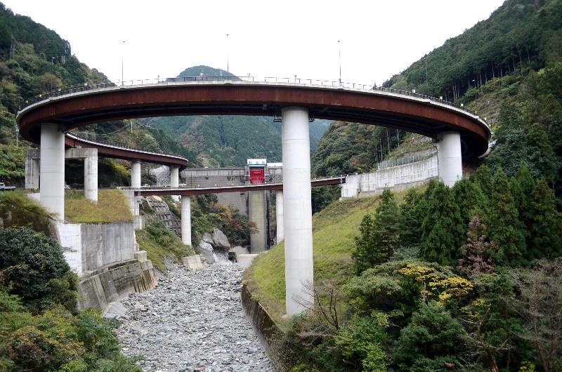 新居浜市立川町 ループ橋