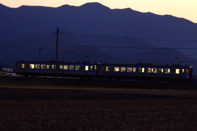 西条市 風景 夜汽車