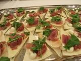 田布施のイチジクのピッツァにイタリアパルマ産の生ハムをのせて