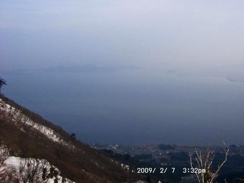 12 霞む琵琶湖