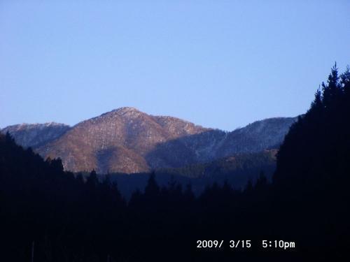 23 左端に三峰山