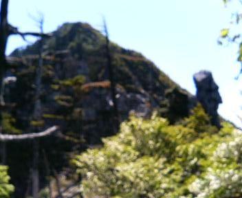 05 奇岩の上に釈迦ヶ岳