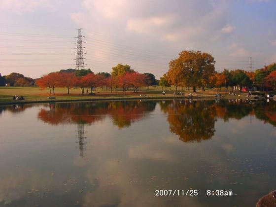 17-1 池に映る紅葉