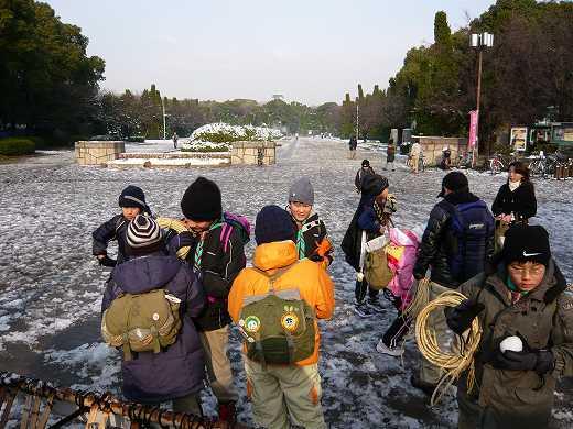 雪の大坂城公園