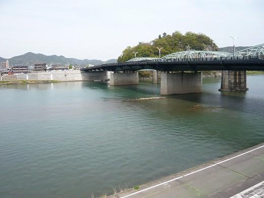 春の木曽川