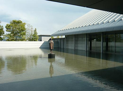 佐川美術館中庭