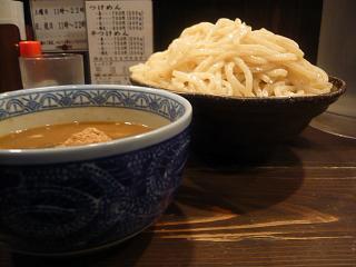 三田製麺所(つけ麺大盛り横)