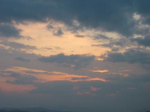 厚い雲の黄昏