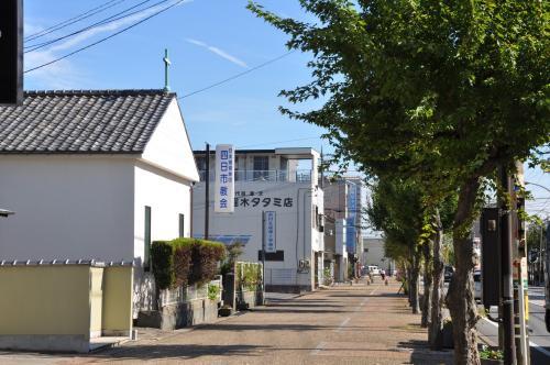 教会と歩道