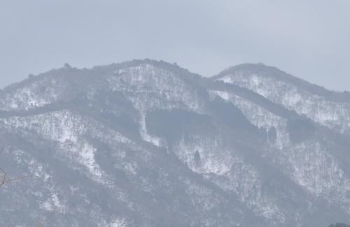 薄化粧の山