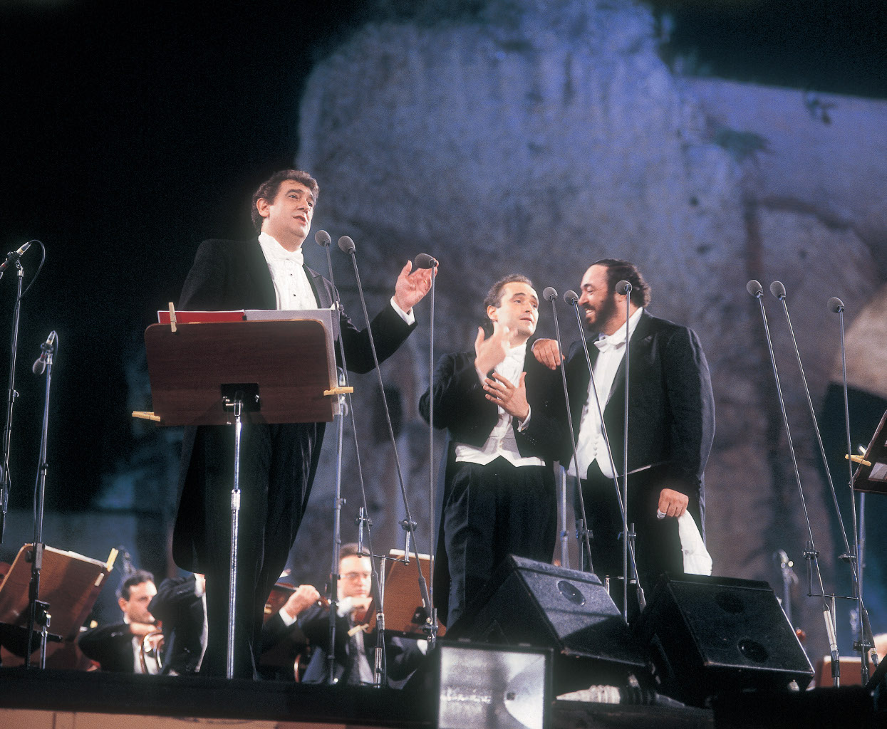 0741799-3tenors-13_(c)_Decca_Vivianne_Purdom_all_rights_Decca.jpg