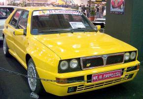 800px-Lancia_Delta_HF_yellow_vr_EMS_2.jpg