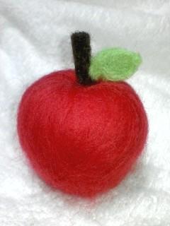 羊毛フェルトのリンゴ