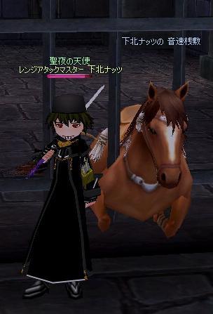 ゲートのなかで血みどろの死闘を心待ちにするヤジ馬
