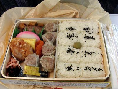 【迷った時の崎陽軒】東京駅の改札内側で、シウマ …