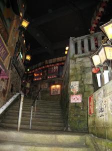道頓堀極楽商店街階段
