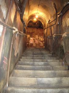 道頓堀極楽商店街階段2