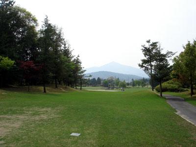 正面に見える山は筑波山だ