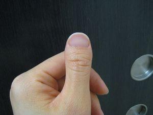 リボンと親指 003