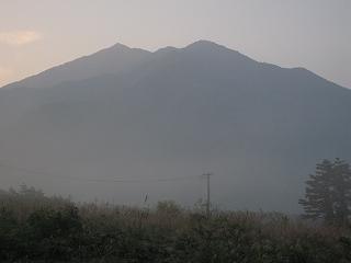三倉山(1,888m)方面