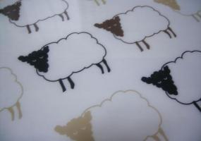 羊模様のランチョンマット