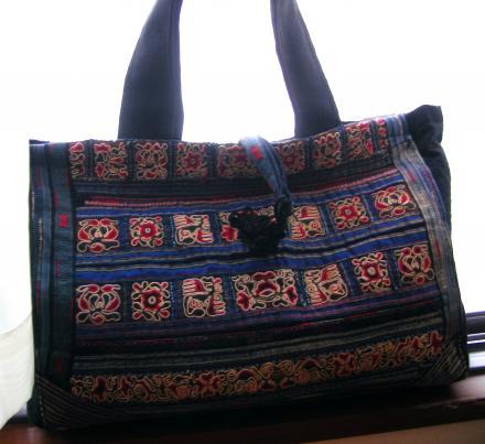 アンティークの手刺繍布のバッグ