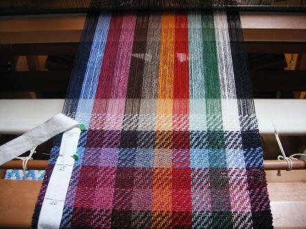 虹のマフラー織りはじめ