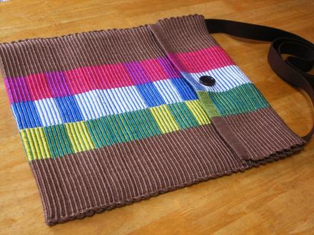 リップス織りのショルダーバッグ