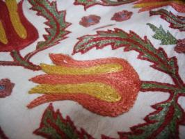ふつうのスザニの刺繍
