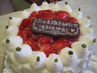 3段イチゴケーキ