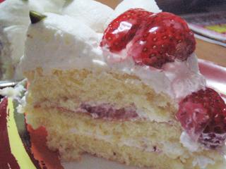 イチゴケーキ断面図