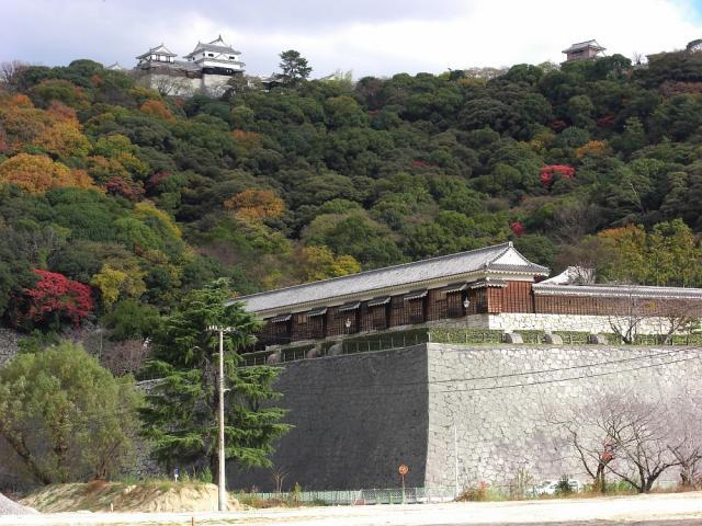 松山城:クリックして大きな画像でご覧ください