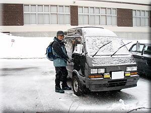 吹雪いてるアストリアホテル前